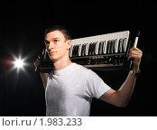Купить «Молодой музыкант», фото № 1983233, снято 28 июня 2010 г. (c) Артем Поваров / Фотобанк Лори