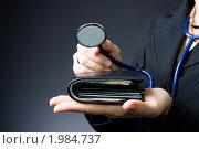 Купить «Медицинский фон - стетоскоп на бумажнике (медицинское страхование, медицинский бизнес)», фото № 1984737, снято 27 августа 2010 г. (c) Денис Миронов / Фотобанк Лори
