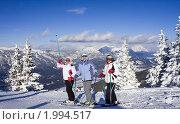 Горнолыжницы на фоне гор. Стоковое фото, фотограф Николай Коржов / Фотобанк Лори