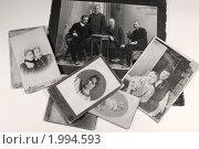 Купить «Старые фотографии», фото № 1994593, снято 24 сентября 2010 г. (c) Валерия Попова / Фотобанк Лори