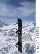 Купить «Сноуборд в снегу», фото № 1995889, снято 24 февраля 2010 г. (c) Анна Полторацкая / Фотобанк Лори