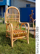 Купить «Плетеное кресло у входа в дом», фото № 2001989, снято 22 августа 2010 г. (c) Александр Романов / Фотобанк Лори