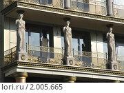 Купить «Кариатиды на фасаде современного здания, стилизованного под греческий стиль», фото № 2005665, снято 15 июня 2019 г. (c) Panitchkina Natalia / Фотобанк Лори