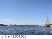 Купить «Вид на Неву и мост с Невского проспекта. Санкт-Петербург», фото № 2009533, снято 16 августа 2010 г. (c) Емельянов Валерий / Фотобанк Лори