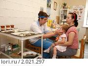 Купить «На приёме у отоларинголога», эксклюзивное фото № 2021297, снято 29 июля 2010 г. (c) Дмитрий Неумоин / Фотобанк Лори