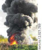 Огонь и клубы черного дыма. Стоковое фото, фотограф Ольга Крупская / Фотобанк Лори