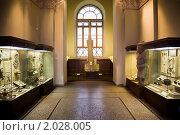 Купить «Музейные экспонаты древних реликвий в витринах», фото № 2028005, снято 14 ноября 2009 г. (c) Losevsky Pavel / Фотобанк Лори