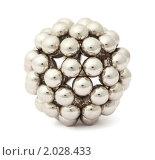 Купить «Серебристый шар на белом фоне», фото № 2028433, снято 9 февраля 2010 г. (c) Losevsky Pavel / Фотобанк Лори