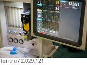 Купить «Реанимация, система искусственная вентиляция легких. Монитор с медицинскими показателями», фото № 2029121, снято 10 декабря 2009 г. (c) Losevsky Pavel / Фотобанк Лори