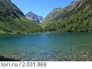 Голубое озеро среди гор. Стоковое фото, фотограф Никита Ларин / Фотобанк Лори