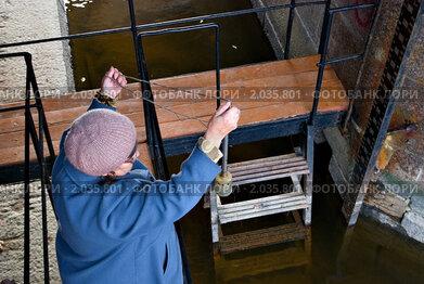 Измерение уровня и температуры воды возле Кронштадтского футштока
