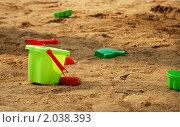 Купить «Яркое пластмассовое ведро в песочнице», фото № 2038393, снято 15 апреля 2010 г. (c) Светлана Зарецкая / Фотобанк Лори