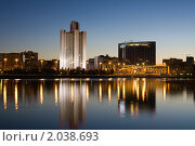 Купить «Екатеринбург, городской пруд ночью», фото № 2038693, снято 14 сентября 2010 г. (c) NataMint / Фотобанк Лори