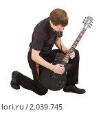Купить «Музыкант с гитарой», фото № 2039745, снято 3 октября 2010 г. (c) Татьяна Гришина / Фотобанк Лори