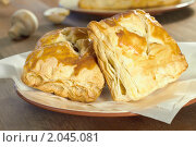 Купить «Две слойки на тарелке», фото № 2045081, снято 9 октября 2010 г. (c) Влад Нордвинг / Фотобанк Лори