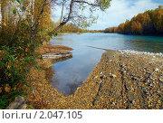 Купить «Осенний пейзаж с лодкой», фото № 2047105, снято 2 октября 2010 г. (c) Дмитрий Ощепков / Фотобанк Лори