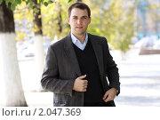 Купить «Молодой мужчина в осеннем парке», фото № 2047369, снято 7 октября 2010 г. (c) Андрей Аркуша / Фотобанк Лори