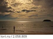 Закат на берегу моря. Стоковое фото, фотограф Konstantin / Фотобанк Лори