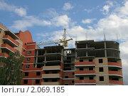 Строящееся здание на фоне неба. Стоковое фото, фотограф Сергей Любимов / Фотобанк Лори