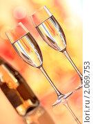 Купить «Бокалы шампанского», фото № 2069753, снято 12 октября 2010 г. (c) yarruta / Фотобанк Лори