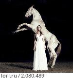 Купить «Женщина и лошадь», фото № 2080489, снято 25 октября 2010 г. (c) Майер Георгий Владимирович / Фотобанк Лори