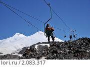 Купить «Альпинисты готовятся к восхождению. Кресельный подъемник на гору Эльбрус», фото № 2083317, снято 28 июля 2010 г. (c) Pukhov K / Фотобанк Лори