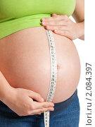 Женщина измеряет живот сантиметром. Стоковое фото, фотограф Буханцов Алексей / Фотобанк Лори