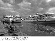 Купить «Теплоходы на Тверской пристани», фото № 2086697, снято 28 августа 2009 г. (c) Сергей Яковлев / Фотобанк Лори