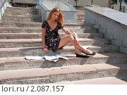 Купить «Абитуриентка перед поступлением в институт», фото № 2087157, снято 6 августа 2009 г. (c) Олег Тыщенко / Фотобанк Лори