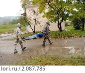 Купить «Химическое заражение хлором: эвакуация пострадавшего», фото № 2087785, снято 28 октября 2010 г. (c) Анна Мартынова / Фотобанк Лори