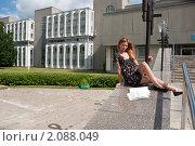 Купить «Студентка перед экзаменом», фото № 2088049, снято 6 августа 2009 г. (c) Олег Тыщенко / Фотобанк Лори