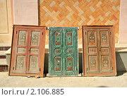 Купить «Старые двери в традиционном стиле, Тунис», эксклюзивное фото № 2106885, снято 8 сентября 2008 г. (c) Истомина Елена / Фотобанк Лори
