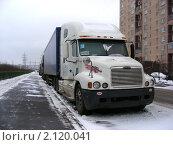 Москва. Грузовик Freightliner стоит у обочины, эксклюзивное фото № 2120041, снято 1 января 2009 г. (c) lana1501 / Фотобанк Лори