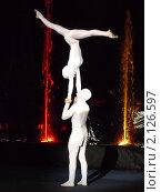 Купить «Выступление мимов акробатов», фото № 2126597, снято 6 июня 2010 г. (c) Володина Ольга / Фотобанк Лори