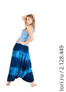 Купить «Девушка в штанах-алладинах», фото № 2128449, снято 22 июля 2010 г. (c) Зореслава / Фотобанк Лори