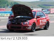 Купить «Спортивный автомобиль с открытым капотом», фото № 2129933, снято 6 июня 2010 г. (c) Юрий Андреев / Фотобанк Лори