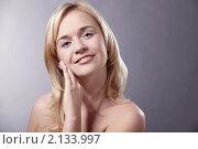 Купить «Портрет красивой блондинки», фото № 2133997, снято 26 октября 2010 г. (c) Raev Denis / Фотобанк Лори