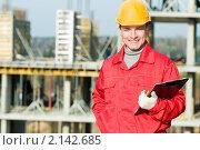 Купить «Строитель с планшетом», фото № 2142685, снято 24 октября 2010 г. (c) Дмитрий Калиновский / Фотобанк Лори