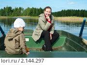 Купить «Мама и ребенок в лодке на озере», фото № 2144297, снято 21 августа 2010 г. (c) Кекяляйнен Андрей / Фотобанк Лори