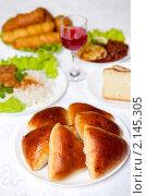 Купить «Свежие пирожки», фото № 2145305, снято 18 ноября 2010 г. (c) Алена Роот / Фотобанк Лори