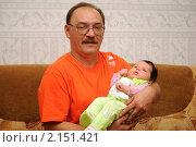 Молодой дедушка и внучка. Стоковое фото, фотограф Андрей Кириллов / Фотобанк Лори