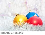 Купить «Новогодний фон с  елочными игрушками», фото № 2158345, снято 22 ноября 2010 г. (c) Екатерина Тарасенкова / Фотобанк Лори