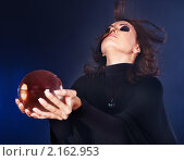 Купить «Молодая женщина с хрустальным шаром», фото № 2162953, снято 28 сентября 2010 г. (c) Gennadiy Poznyakov / Фотобанк Лори