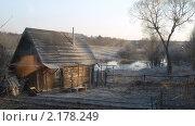 Купить «Избушка с колодцем на фоне поля с рекой», фото № 2178249, снято 29 марта 2008 г. (c) Татьяна Русова / Фотобанк Лори