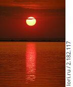 Купить «Красный закат над морем», фото № 2182117, снято 18 июля 2009 г. (c) Екатерина Белоусова / Фотобанк Лори