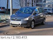 Купить «Автомобиль OPEL (Германия). Модель Zafira», эксклюзивное фото № 2183413, снято 1 декабря 2010 г. (c) lana1501 / Фотобанк Лори