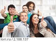 Купить «Счастливые молодые люди», фото № 2188137, снято 13 октября 2010 г. (c) Михаил Лавренов / Фотобанк Лори