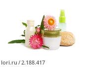Купить «Косметика и цветы», фото № 2188417, снято 4 октября 2010 г. (c) Наталия Евмененко / Фотобанк Лори