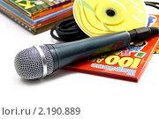 Купить «Караоке.Микрофон и диски с караоке на белом фоне.», фото № 2190889, снято 2 декабря 2010 г. (c) Роман Ушаков / Фотобанк Лори