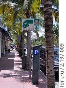 """Знак """"Оплата здесь"""" на улице Майами (2008 год). Стоковое фото, фотограф Евгения Фурсова / Фотобанк Лори"""